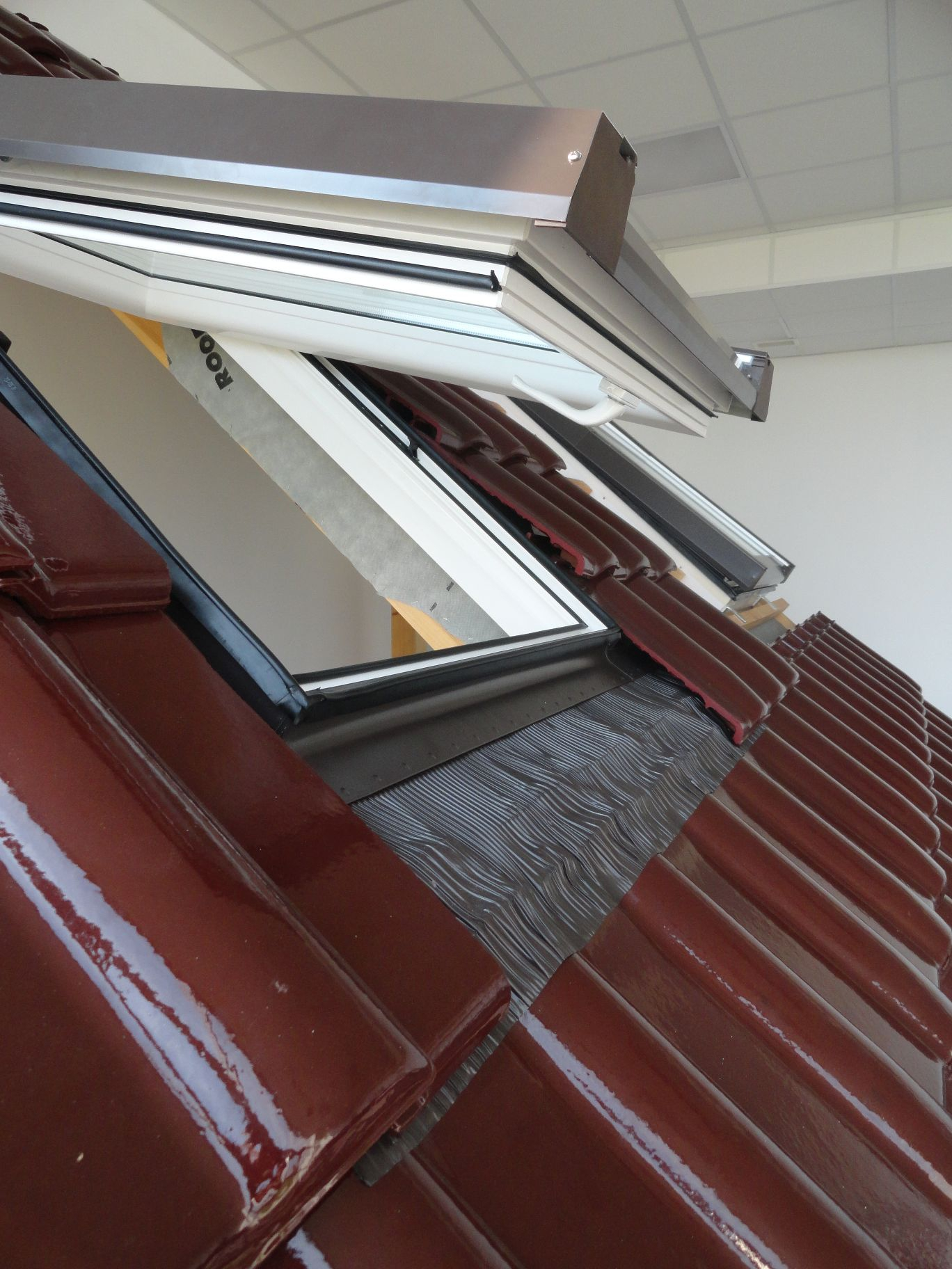kunststoff dachfenster skylight premium 66x118 eindeckrahmen rollo ebay. Black Bedroom Furniture Sets. Home Design Ideas